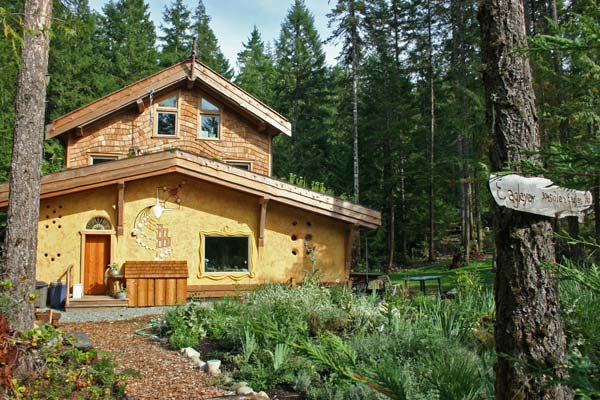 Eagleyew - A High Efficiency Natural Building
