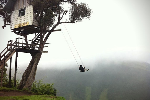 Swing-At-The-End-Of-The-World-Treehouse-in-Ecuador
