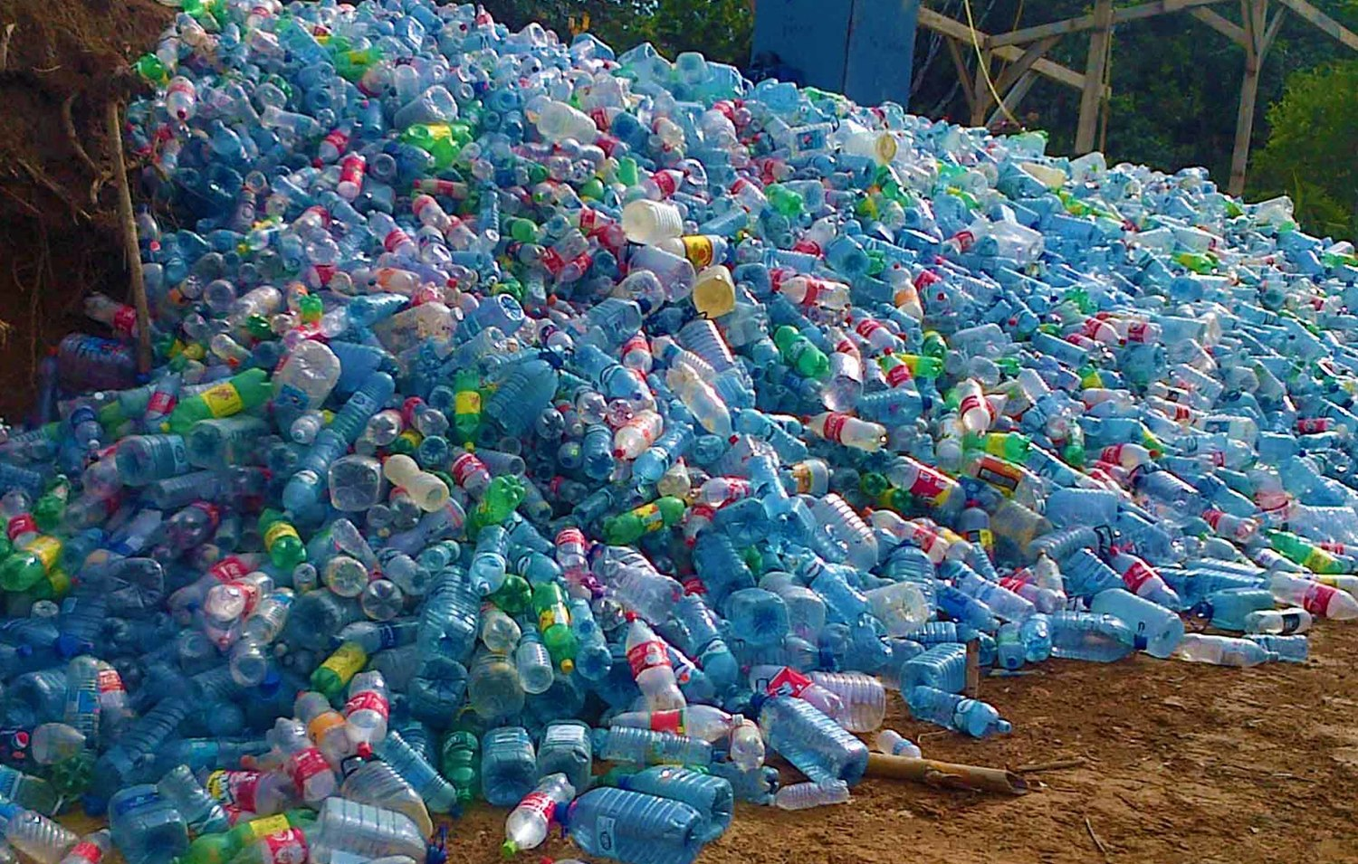 Panama jungle features plastic bottle village for Waste material in home
